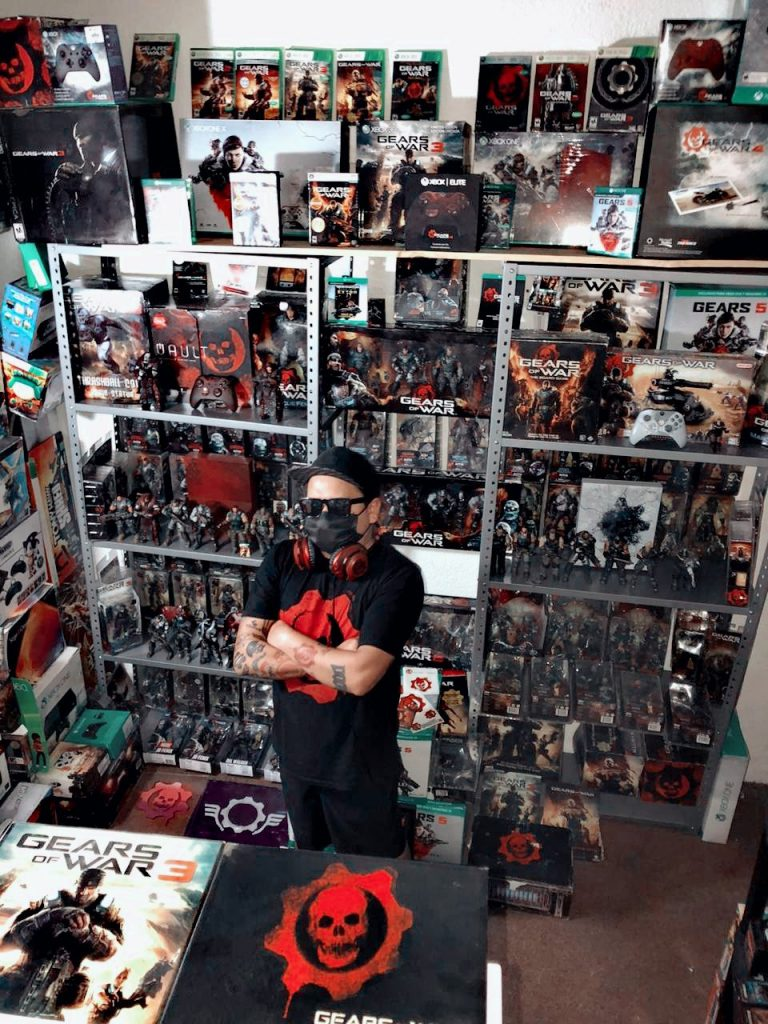 """Twitter user """"Orvel"""" and their collection of Gears-related collectibles"""